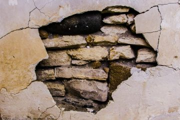 Subsidence damage to a wall